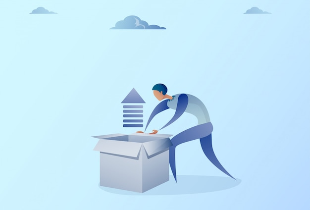 Caja de la abertura del hombre de negocios con la flecha financiera encima del concepto del crecimiento del desarrollo
