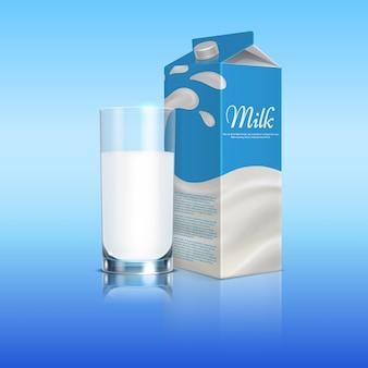 Caja de cartón de leche con taza de vidrio