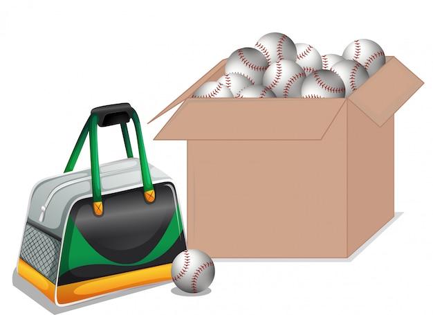 Caja de cartón llena de equipamiento deportivo.