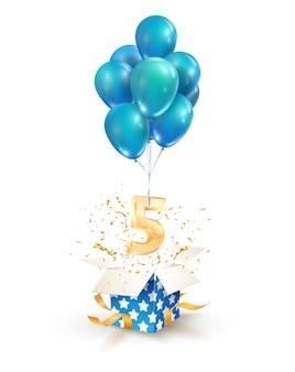 Caja de regalo abierta con el número cinco volando en globos
