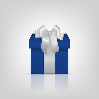 Caja de regalo cuadrada azul con cinta plateada y lazo