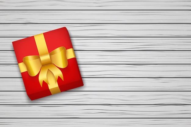 Caja de regalo en mesa de madera blanca.