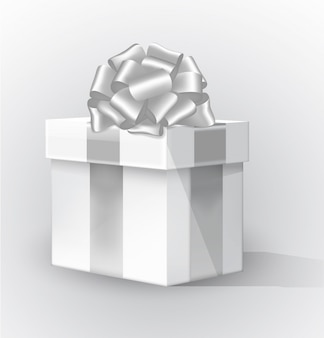 Caja de regalo en perspectiva con cinta de plata aislada sobre fondo blanco. elemento de diseño festivo.