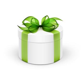 Caja de regalo redonda blanca con cinta verde claro y lazo aislado sobre fondo