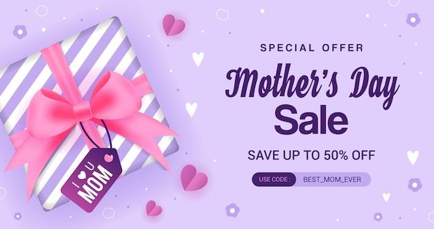 Caja de regalo de venta del día de la madre sobre fondo púrpura