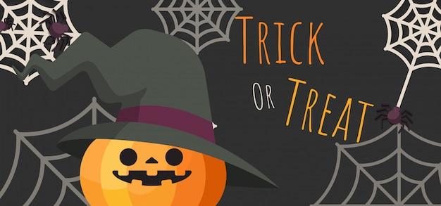 Calabaza jack-o-lantern con sombrero de bruja de halloween disfrazado de arañas y telarañas alrededor de la pancarta