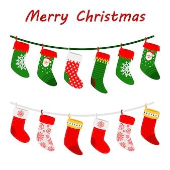 Calcetines de navidad guirnaldas iconos sobre fondo blanco.