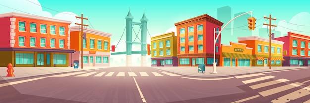 Calle de la ciudad con casas y camino de paso elevado