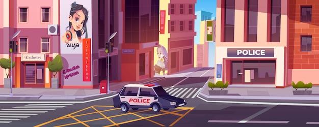 Calle de la ciudad con estación de policía, coche y casas.