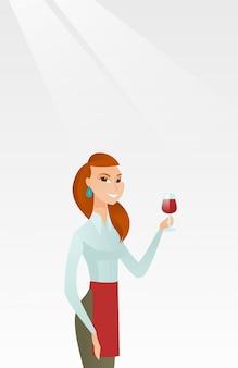 Camarera con una copa de vino en la mano.