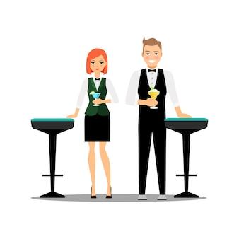 Camarero pareja con cócteles y sillas de bar