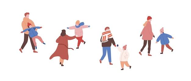 Caminando familias en ropa de abrigo