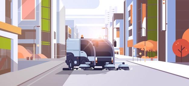Camión barrendero moderno que lava el vehículo industrial del asfalto