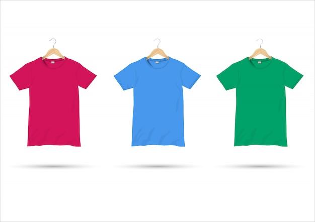 Camisetas en perchas