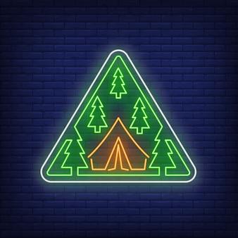 Campamento en maderas letrero de neón