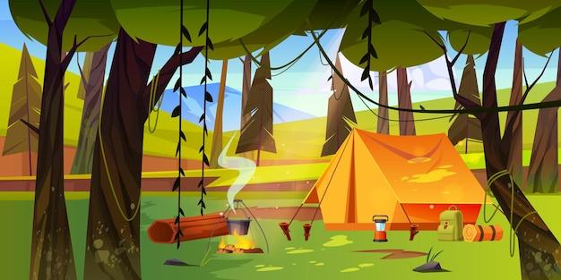 Campamento de verano con hoguera y carpa en el bosque.