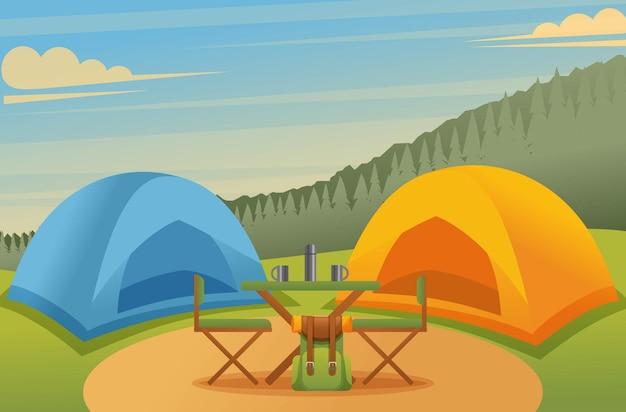 Camping en el bosque, carpas y una mesa con sillas en un hermoso prado