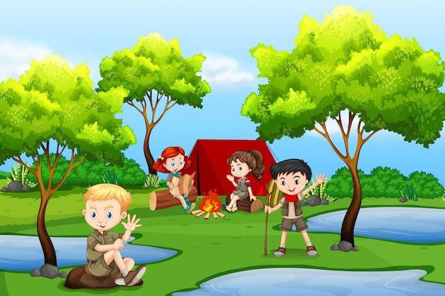Camping niños en el bosque