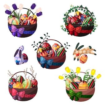 Canastas de pascua de huevos de chocolate y flores.