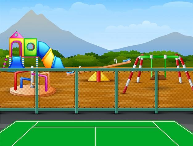 Cancha de tenis con fondo de juegos infantiles
