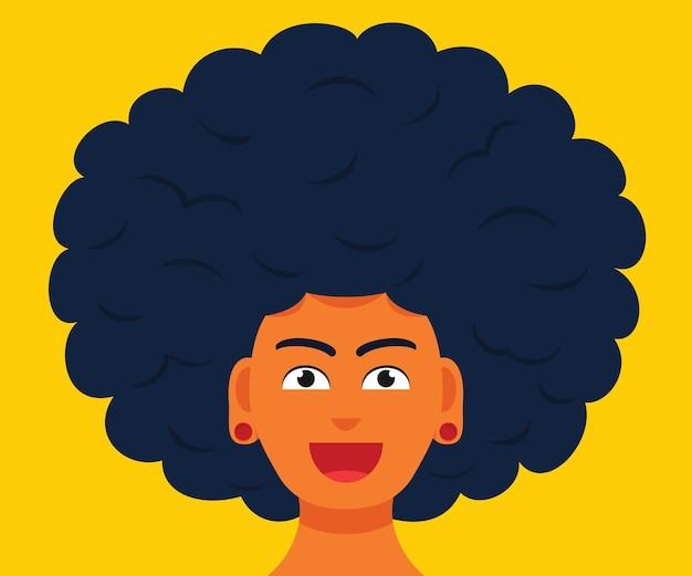 La cara sonriente del hombre con el pelo afro grande