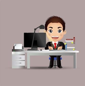 Carácter de gente de negocios exitosa trabajando en una computadora en el escritorio de oficina ilustración del concepto de negocio