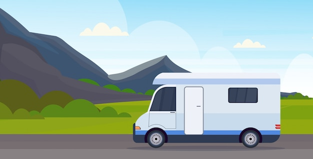 Caravana coche viajando en carretera vehículo de viaje recreativo camping concepto hermosa naturaleza montañas paisaje fondo plano horizontal