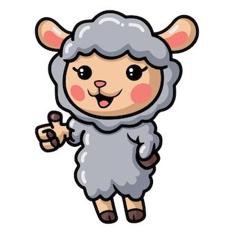 Caricatura lindo bebé oveja dando pulgar