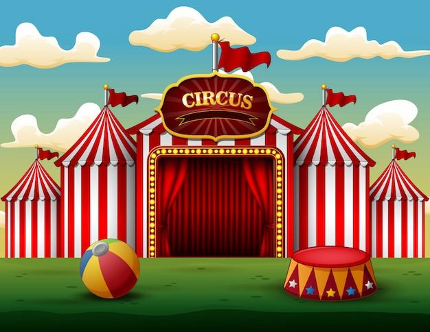 Carpa clásica de circo blanco rojo con tablero decorativo.