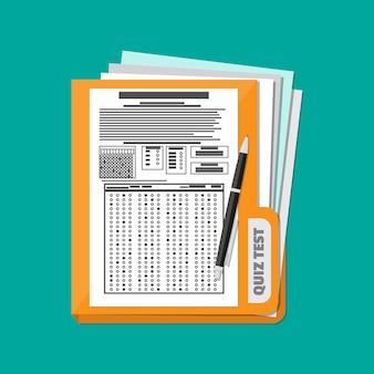 Carpeta con hoja de respuestas de examen y bolígrafo