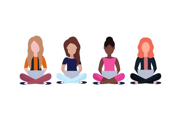 Carrera mixta mujer sentada pose usando tableta personaje de dibujos animados sin rostro femenino