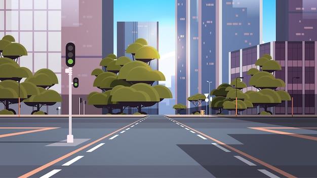 Carretera calle vacía con cruce y semáforo edificios de la ciudad horizonte arquitectura moderna paisaje urbano