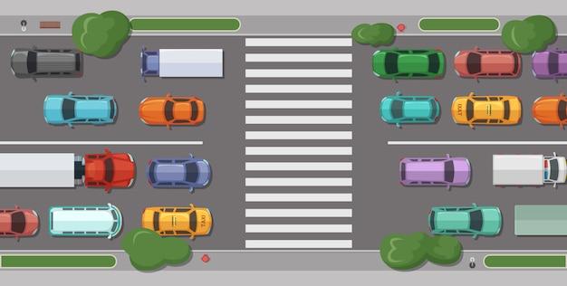 Carretera con coches frente a zona peatonal.