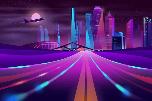 Carretera vacía en megapolis por la noche