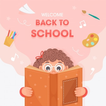 Cartel de bienvenida a la escuela con linda chica leyendo un libro y elementos de suministros educativos sobre fondo rosa y blanco.