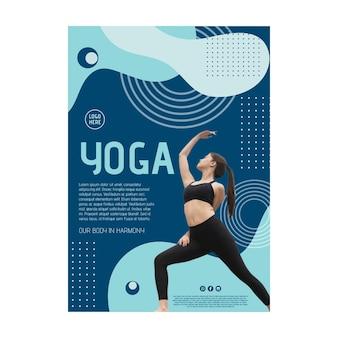 Cartel de clase de yoga con foto.