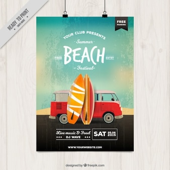 Cartel de fiesta en la playa con tablas de surf