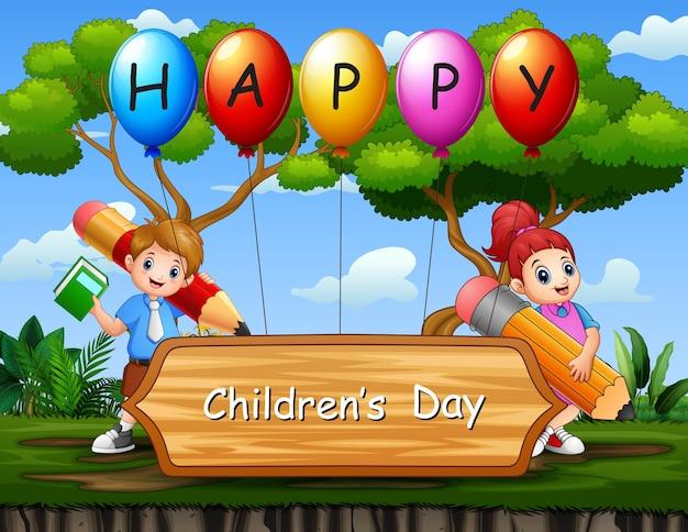 Cartel del día del niño feliz con niños de la escuela en el parque.