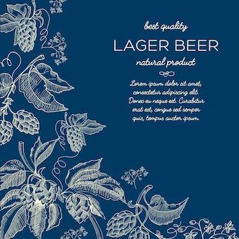 Cartel de dibujo decorativo abstracto natural con ramitas de lúpulo de hierbas de texto y cerveza en azul