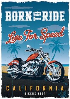 Cartel de fiesta de ciclistas con motocicleta en la carretera con playa