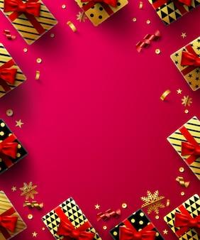 Cartel de fondo rojo de navidad con caja de regalo dorado y elementos de decoración navideña