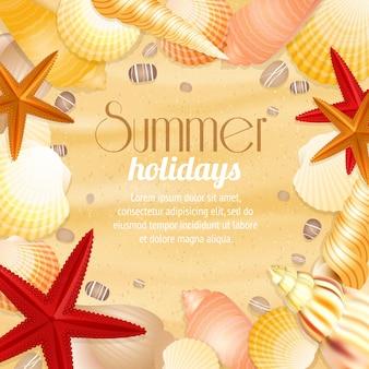 Cartel del fondo del viaje de las vacaciones de las vacaciones de verano con las conchas marinas y las estrellas de mar de la arena de la playa