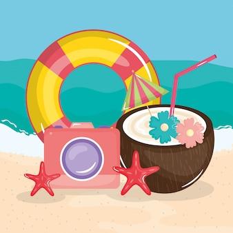 Cartel de vacaciones de verano con escena de playa e iconos