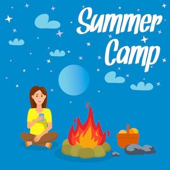 Cartel del vector del campamento de verano, folleto con letras.