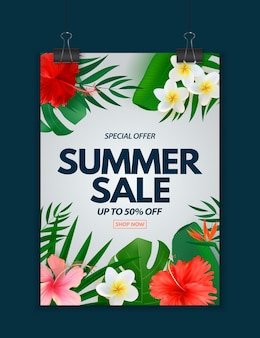 Cartel de venta de verano con hojas de palmeras tropicales exóticas plumeria y flor de hibisco