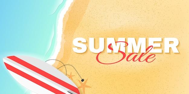 Cartel de venta de verano con letras. playa y mar. tarjeta de felicitación. plantilla de oferta especial. ilustración