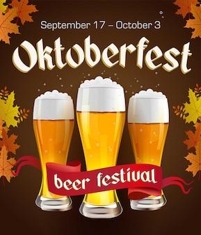 Cartel vintage oktoberfest con cerveza y hojas de otoño sobre fondo oscuro. banner de oktoberfest. etiqueta gótica