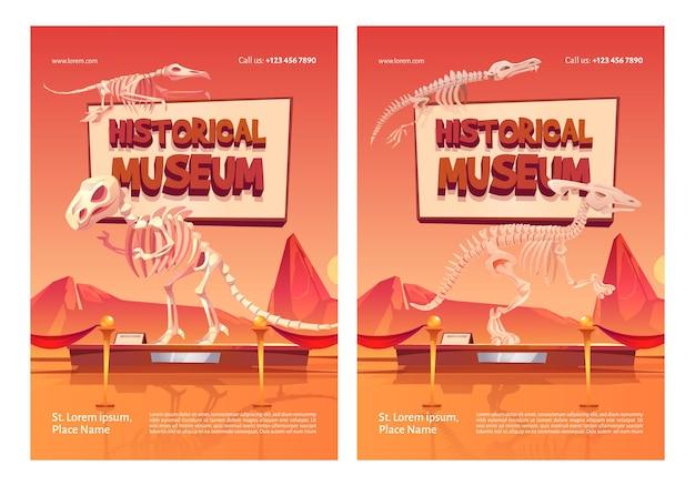 Carteles del museo histórico con esqueletos de dinosaurios en el stand.