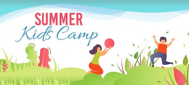 Cartoon banner promoviendo campamento de verano para niños en el bosque
