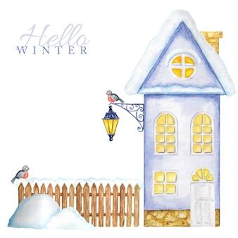 Cartoon winter house con valla de madera para nieve, farola luminosa